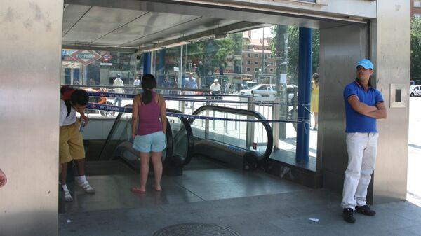 Вход на одну из станций метро в Мадриде, Испания