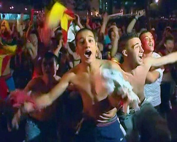 Болельщики сборной Испании всю ночь праздновали победу над Бундес Тим