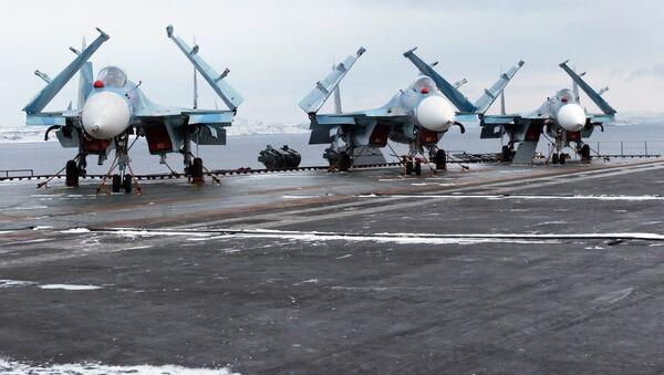Истребители Су-33. Архивное фото