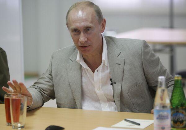 Владимир Путин встретился с представителями студенческих отрядов, занятых на строительстве Олимпийского парка в Имеретинской низменности