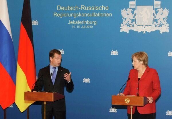 Д.Медведев и А.Меркель на пресс-конференции в Екатеринбурге