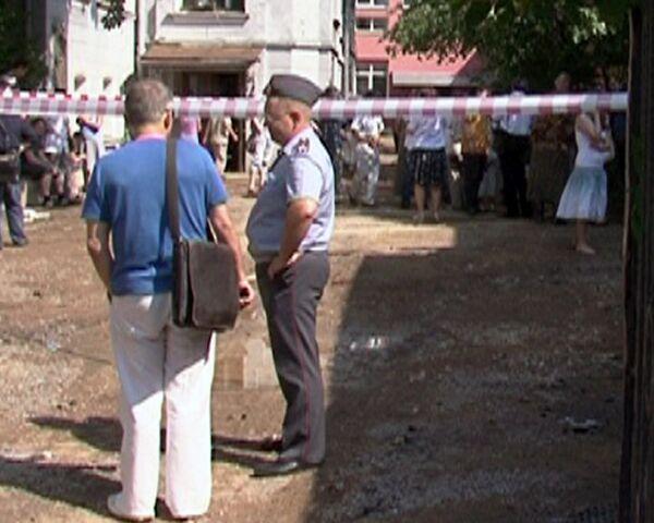 Владельцы картин, хранившихся в центре Грабаря, дежурят у здания