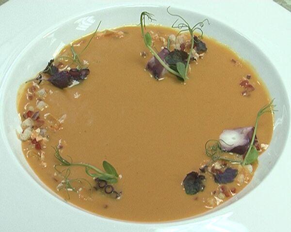 Холодный испанский суп гаспачо утоляет голод и жажду. Видеорецепт