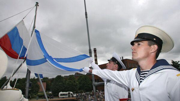 Подъем флага на корабле. Архив