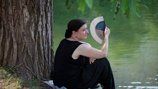 Отдых москвичей у городских прудов