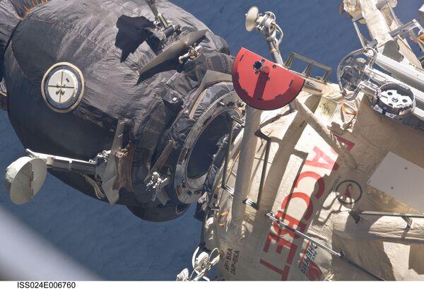 Союз ТМА-19 и малый исследовательский модуль Рассвет (МИМ-1)