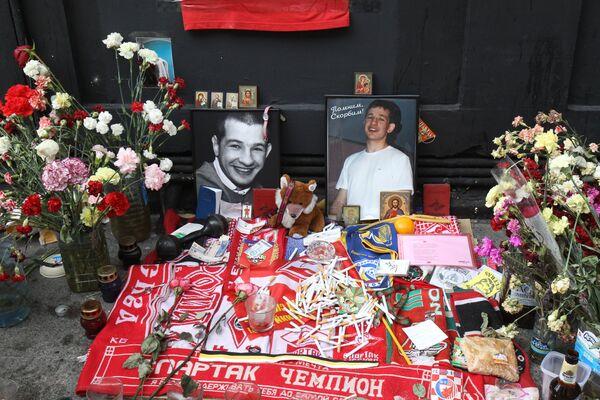 Акция памяти убитого на Чистых прудах Юрия Волкова