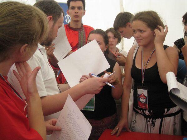 Одно из самых ярких впечатлений от футбольных и хоккейных чемпионатов мира и Олимпиад, на которых довелось побывать, - волонтеры
