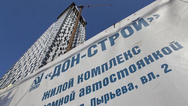 В Москве разбирают небоскреб на Мосфильмовской улице. Архив