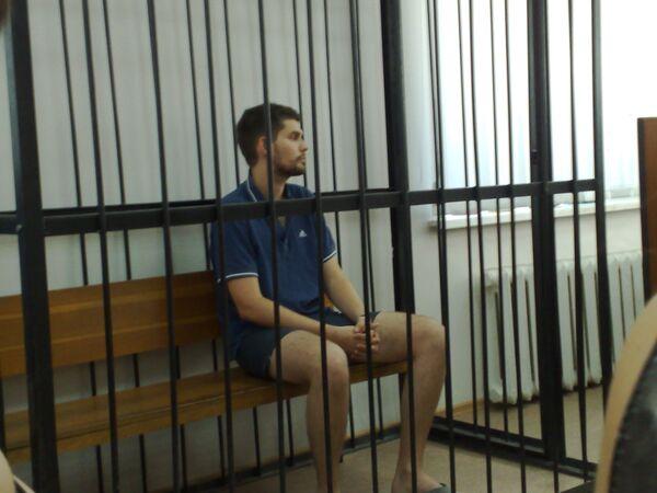 Арестованный рэпер Noize MC в зале суда в Волгограде.