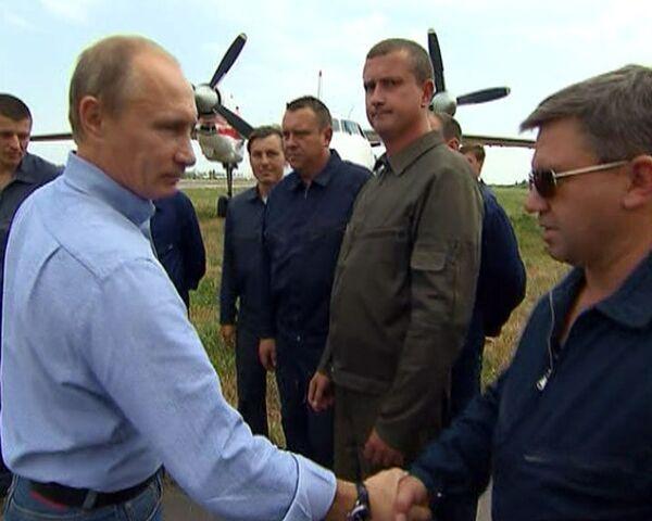 Путин поблагодарил летчиков за тушение пожаров