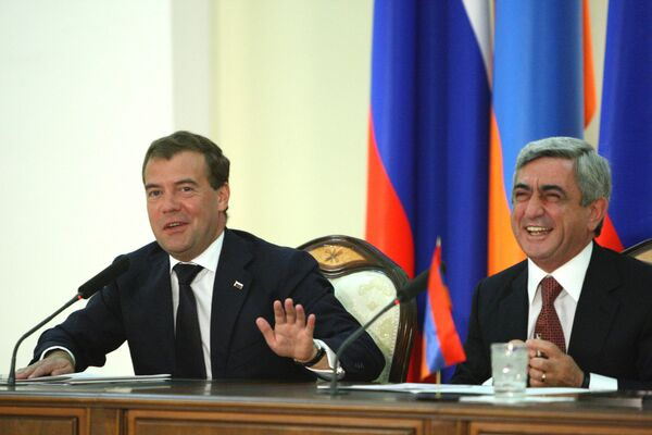 Подписанные на встрече Медведева с Сарксяном соглашения говорят о том, что Армения доверяет России, она не боится сотрудничества с нашей страной
