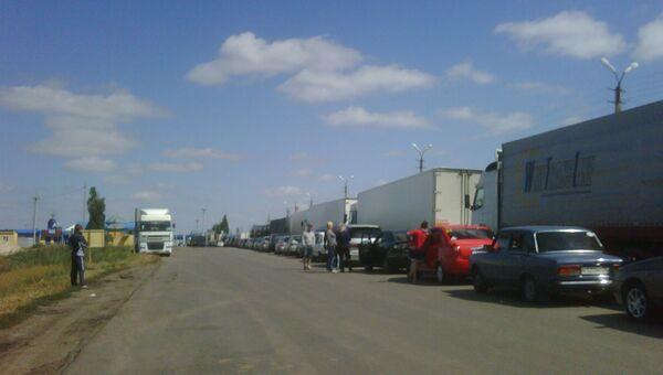 Автомобили у КПП Бачевск. Архивное фото