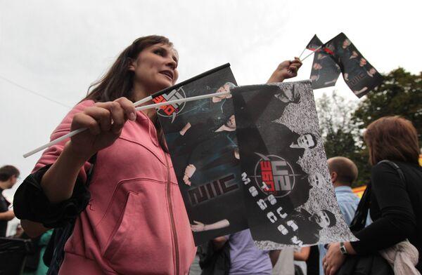 Фанаты группы U2 перед началом концерта у БСА Лужники