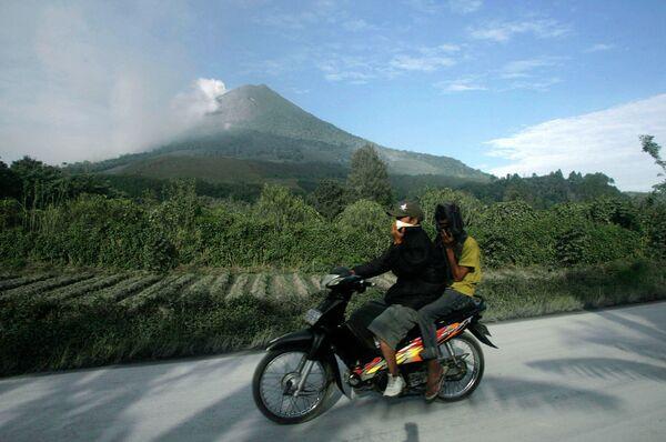 На Суматре произошло извержение вулкана