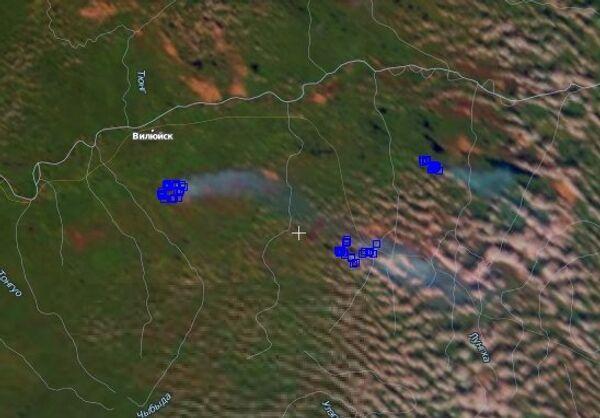 Очаги пожаров и шлейфы дыма в Якутии, в нижнем течении Вилюя 30 августа 2010 года