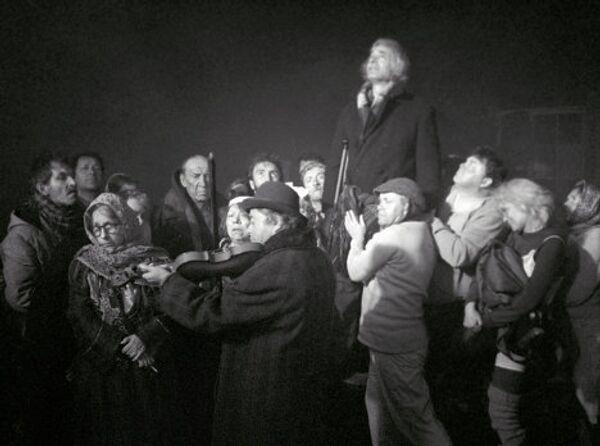 Гафт в сцене из фильма Небеса обетованные