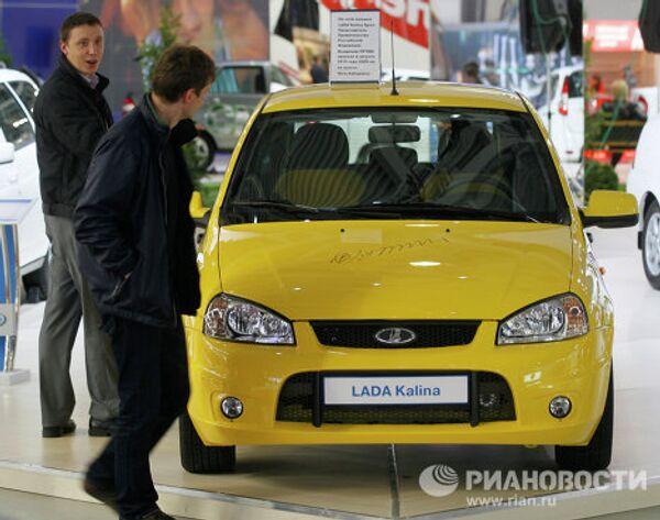Автомобиль Lada Kalina Sport, на котором В.Путин проехал по трассе Амур, представлен на стенде АвтоВАЗа на Московском автосалоне