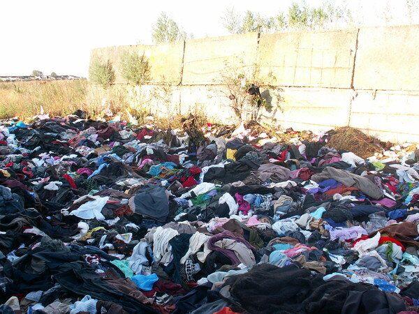 Погорельцы Рязани выбросили гуманитарную помощь из Новосибирска