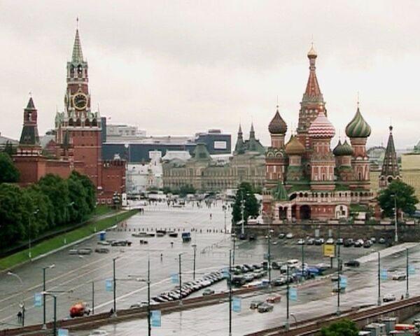 Художник превратил Москву в тихий городок
