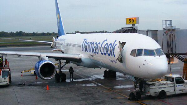 Логотип Thomas Cook на борту самолета