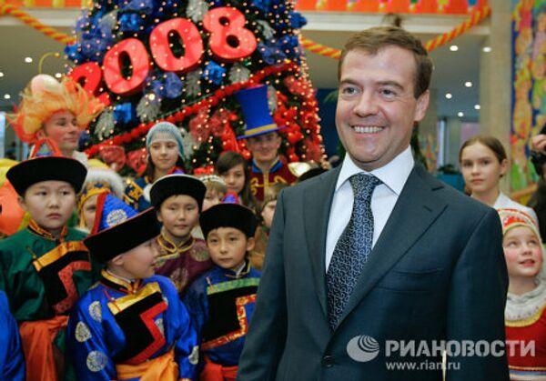 Дмитрий Медведев посетил новогоднюю елку в Кремле
