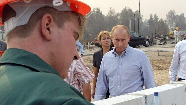 Премьер-министр РФ Владимир Путин ознакомился с ходом работ по застройке пострадавших от лесных пожаров районов