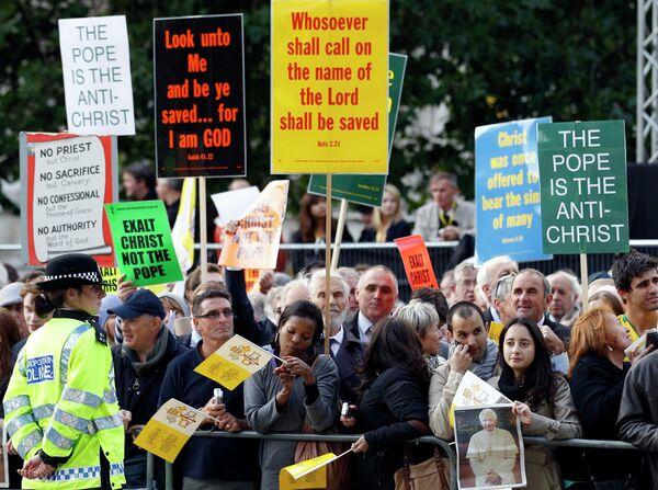 Протесты в Великобритании против визита Папы Римского Бенедикта XVI