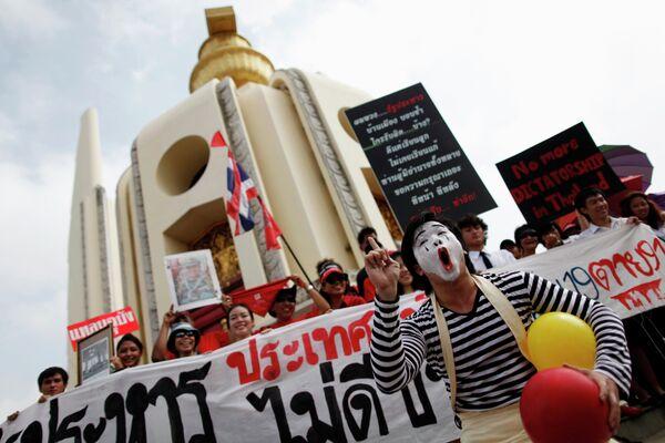 Таиландские оппозиционеры на улицах Бангкока