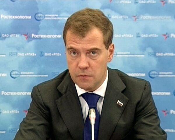 Российской оборонной промышленности нужны новые разработки - Медведев