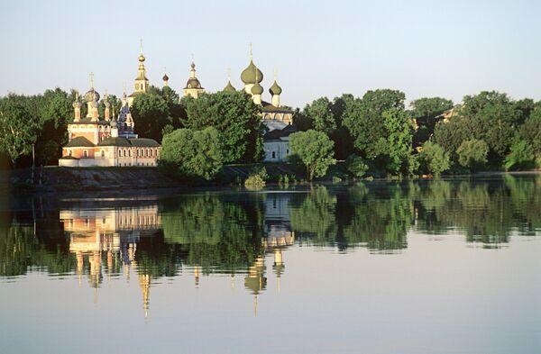 Угличский кремль на берегу Волги