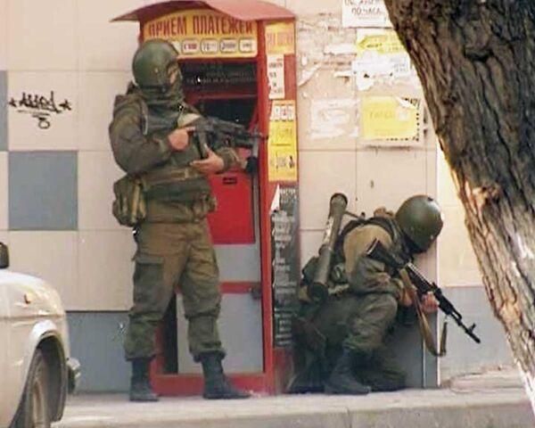 Силовики уничтожили боевика, укрывавшегося в жилом доме Махачкалы