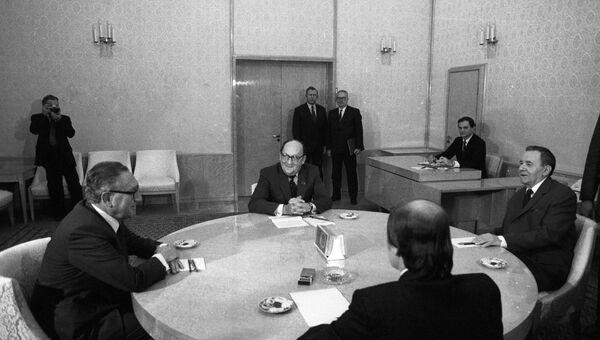 Андрей Громыко и Генри Киссинджер во время беседы. Архивное фото