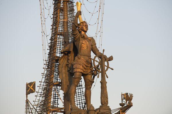 Памятник Петру I на Берсеньевской набережной