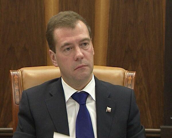 Медведев обсудил с учителями их имидж на примере скандального сериала
