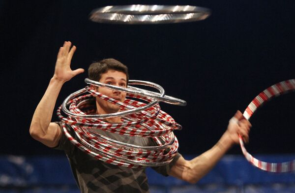 Репетиция шоу Corteo канадского Cirque du Soleil в спортивном комплексе Лужники
