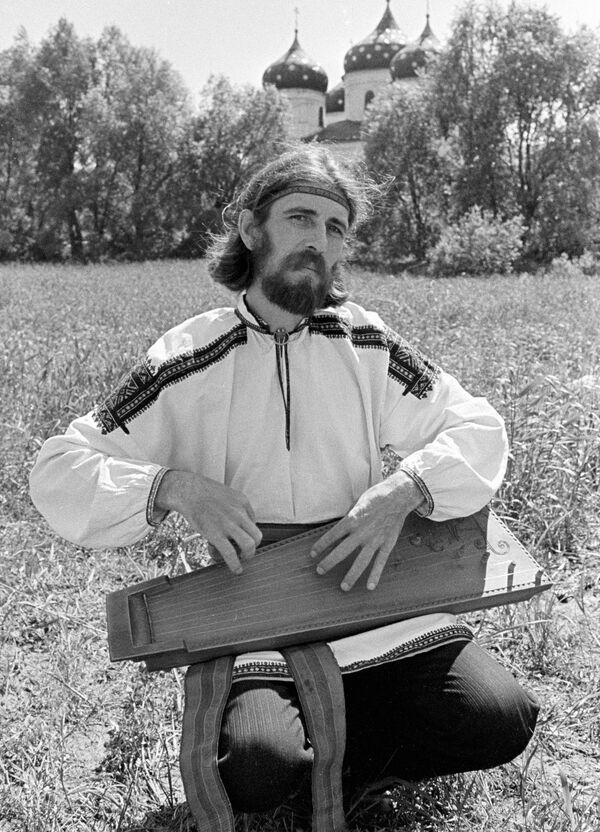 Реставратор музыкальных инструментов Владимир Поветкин