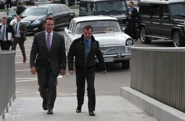 Встреча президента РФ Дмитрия Медведева и губернатора Калифорнии Арнольда Шварценеггера в Сколково