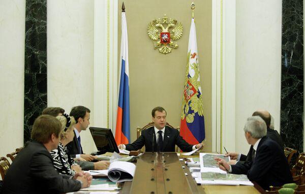 Президент РФ Д.Медведев провел совещание по строительству магистрали Москва - Санкт-Петербург