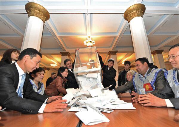 Прошедшие в парламент Киргизии партии согласились на пересчет голосов