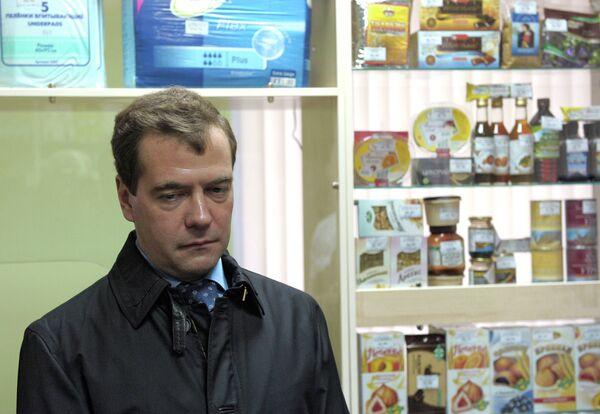 Президент РФ Д.Медведев посетил аптеку в Козельске
