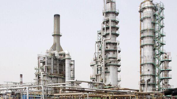 Нефтеперерабатывающий Завод. Архивное фото