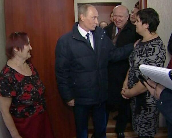 Бывшие погорельцы из Верхней Вереи связали Путину свитер