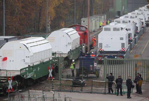 Поезд из Франции с ядерными отходами в понедельник прибыл в Данненберг