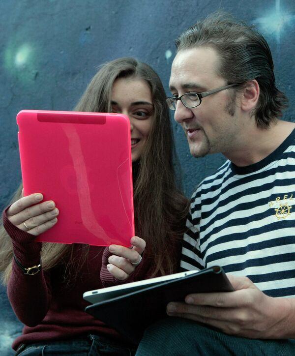 Пользователи интернет-планшета iPad