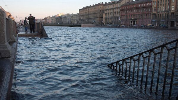 Наводнение на набережной реки Фонтанки в Санкт-Петербурге. Архив