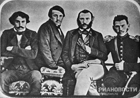 Лев Николаевич Толстой с братьями