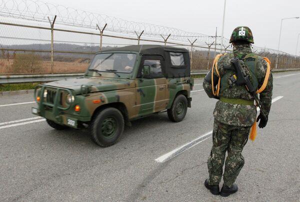 Вооруженные силы Южной Кореи возле демилитаризированной зоны между КНДР и Южной Кореей