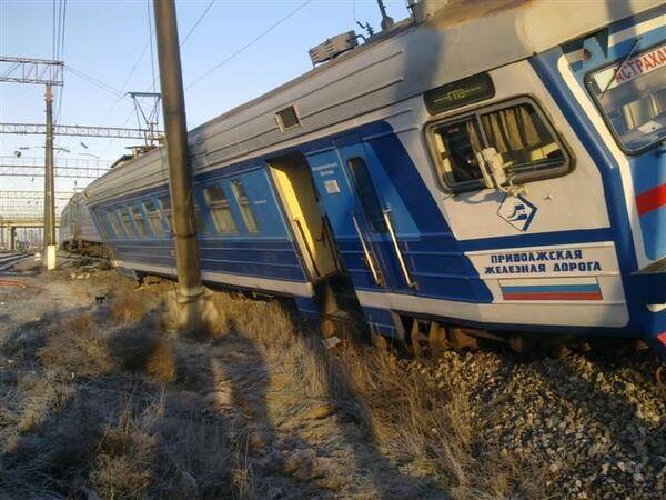 В Астрахани электричка сошла с рельсов