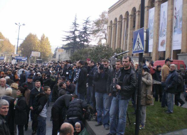 Представительное народное собрание перед парламентом в Тбилиси